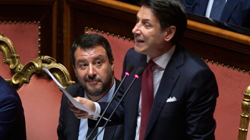 Matteo Salvini et Giuseppe Conte côte à côte.