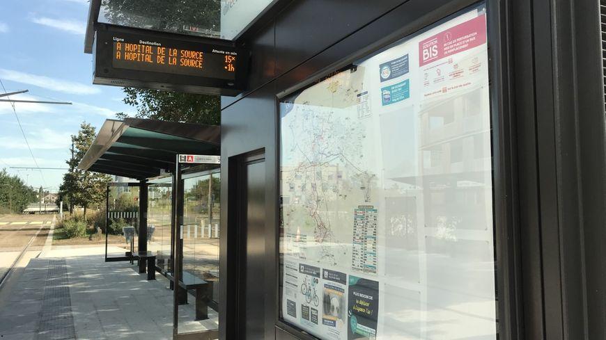 Arrêt de la Ligne A du traway d'Orléans.