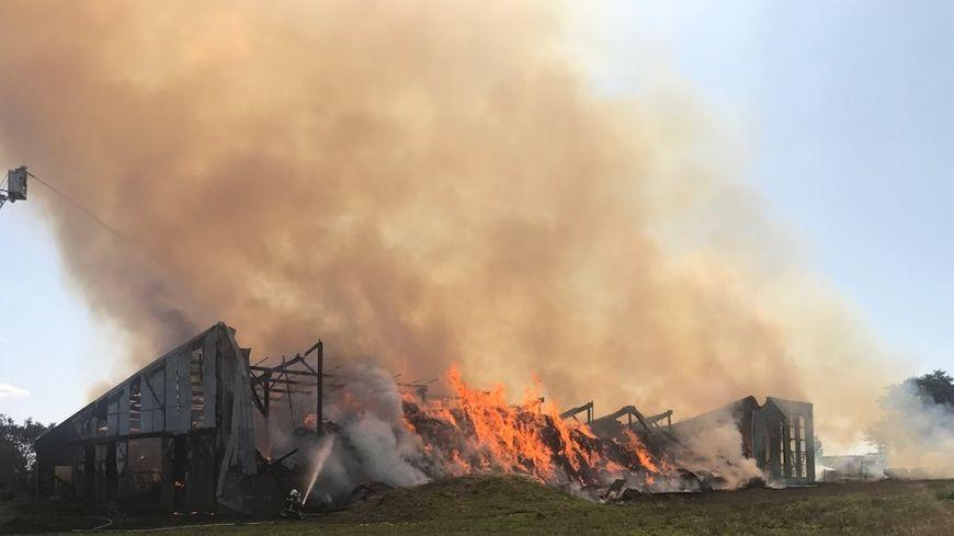 L'incendie a totalement ravagé la grange près de Vitré