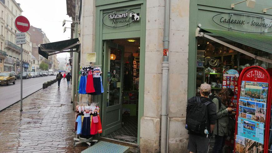 Dans cette boutique de Rouen, le produit phare c'est le magnet