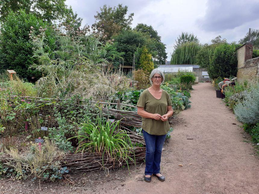 Christiane Dorléans propose des visites guidées du jardin sur demande