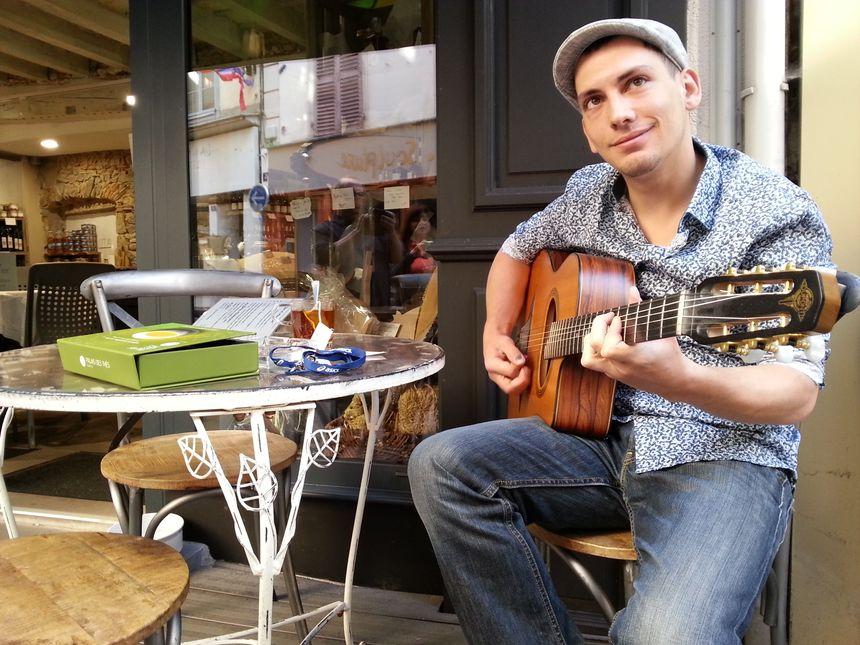 Un peu de musique, rue Conchette à Thiers
