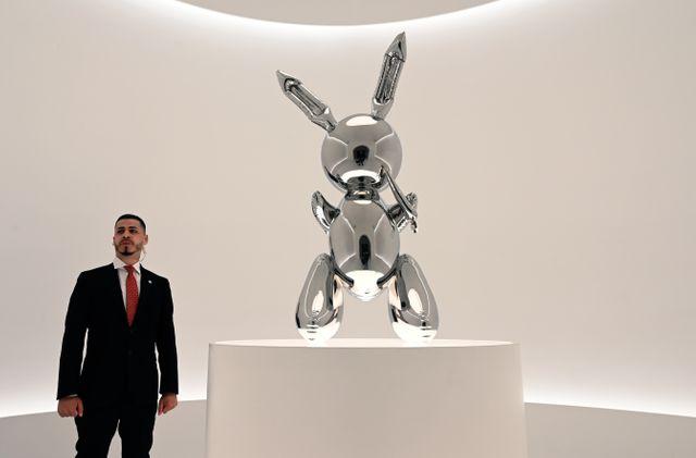 """""""Rabbit"""" de Jeff Koons. L'artiste est parfois considéré par ses détracteurs comme un produit du marché spéculatif de l'art..."""