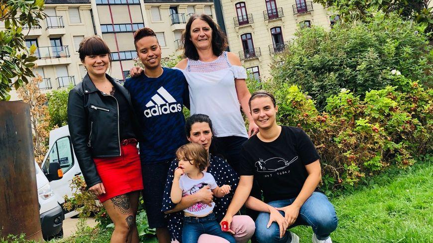 Quelques joueuses autour d'Isabelle Menendez responsable du pôle féminin