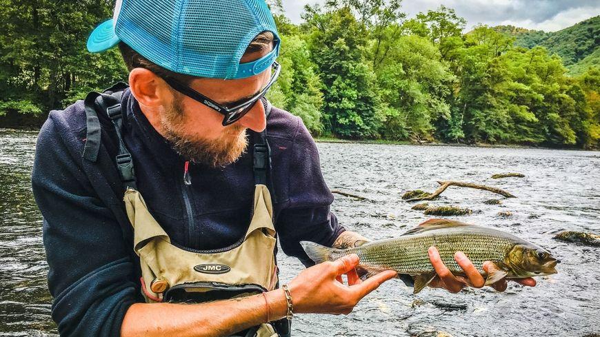 Julien Barret ne va jamais pêcher sans une casquette !