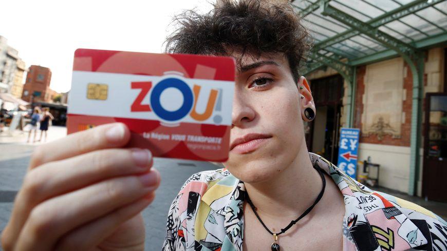 La carte Zou! Etudes proposée aux éleves mais aussi stagiaires ou apprentis de moins de 26 ans
