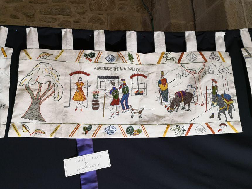 Les pélerins qui marchent vers Saint-Jacques-de-Compostelle ont désormais leur place sur la tapisserie de Crozant - Radio France