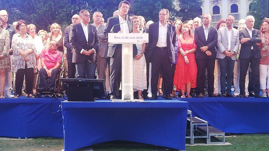 """Christian Estrosi pendant son discours lors du """"festin"""" organisé au Jardin Albert-Ier à Nice"""
