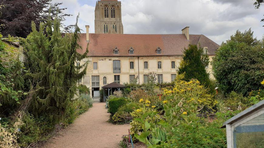 Une vue imprenable sur l'abbatiale médiévale