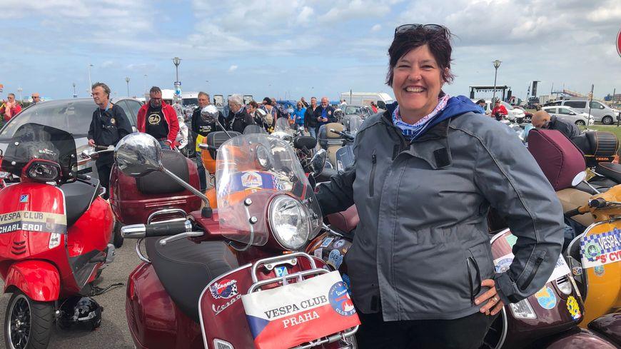 L'Américaine Jennifer Parker a fait Prague-Fécamp en Vespa, soit 1 260 kilomètres pour participer au rallye !
