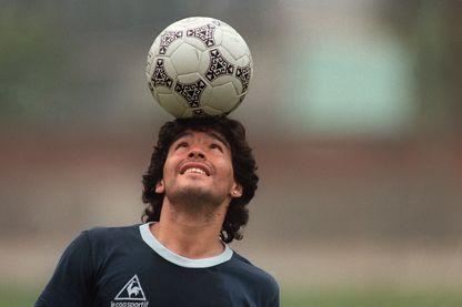 """Omar de Fonseca à propos de Diego Maradona : """"Une balle de ping pong, une orange, tout ce qui était un peu rond et il faisait ce qu'il voulait avec"""""""