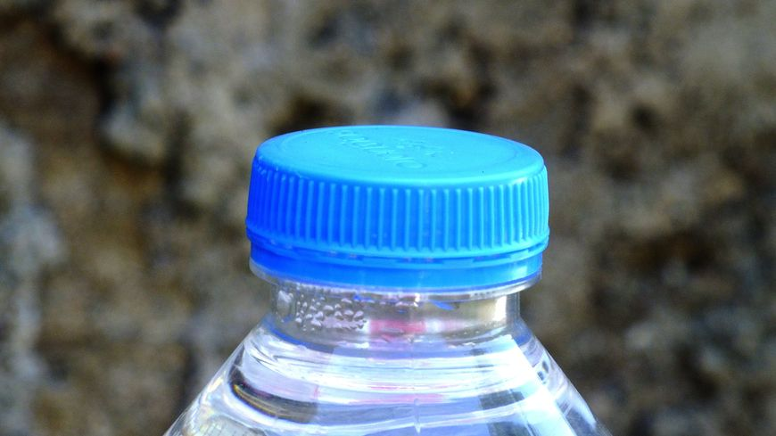L'exploitant Véolia poursuit la distribution de bouteilles d'eau aux habitants (photo d'illustration)