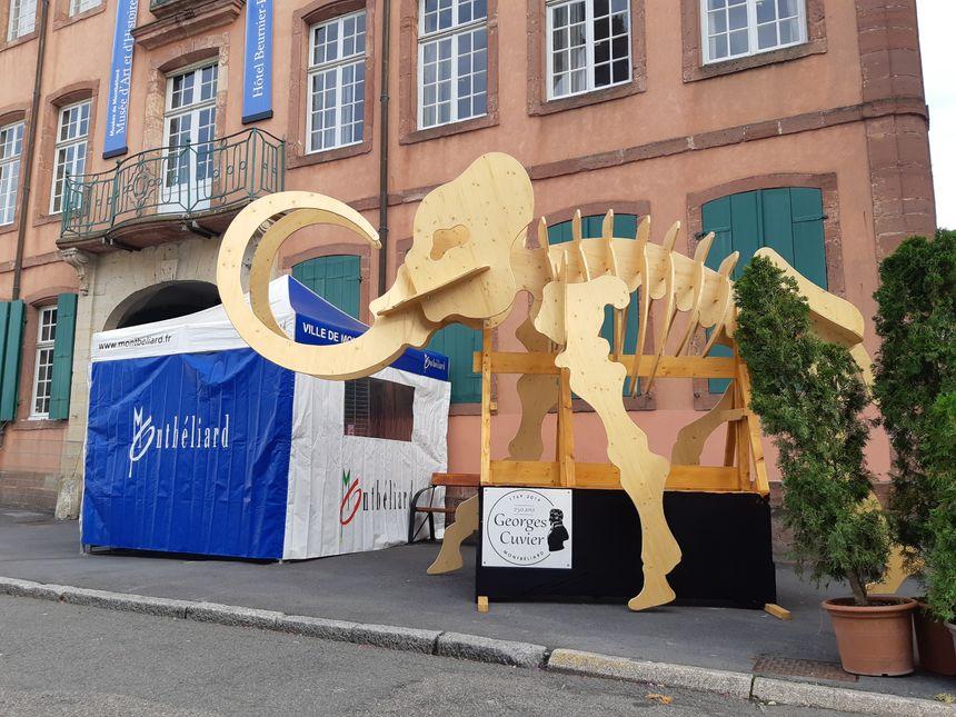 """La réplique d'un """"mastodonte"""" réalisée par le comité des fêtes de Montbéliard"""