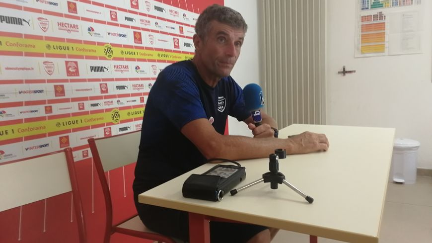 Bernard Blaquart le coach du Nîmes Olympique