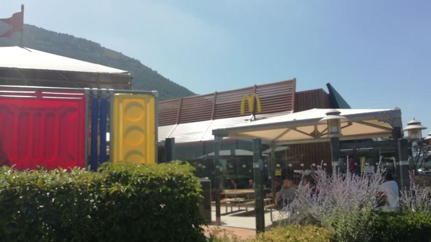 Le Mc Do de Millau avait finalement ouvert, comme prévu, en septembre 1999