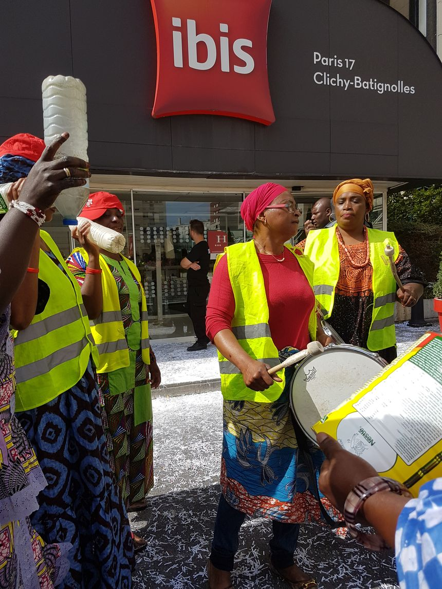 Depuis le 17 juillet, les femmes de chambre et gouvernantes de l'hôtel Ibis Clichy-Batignolles sont en grève pour protester contre leurs conditions de travail.