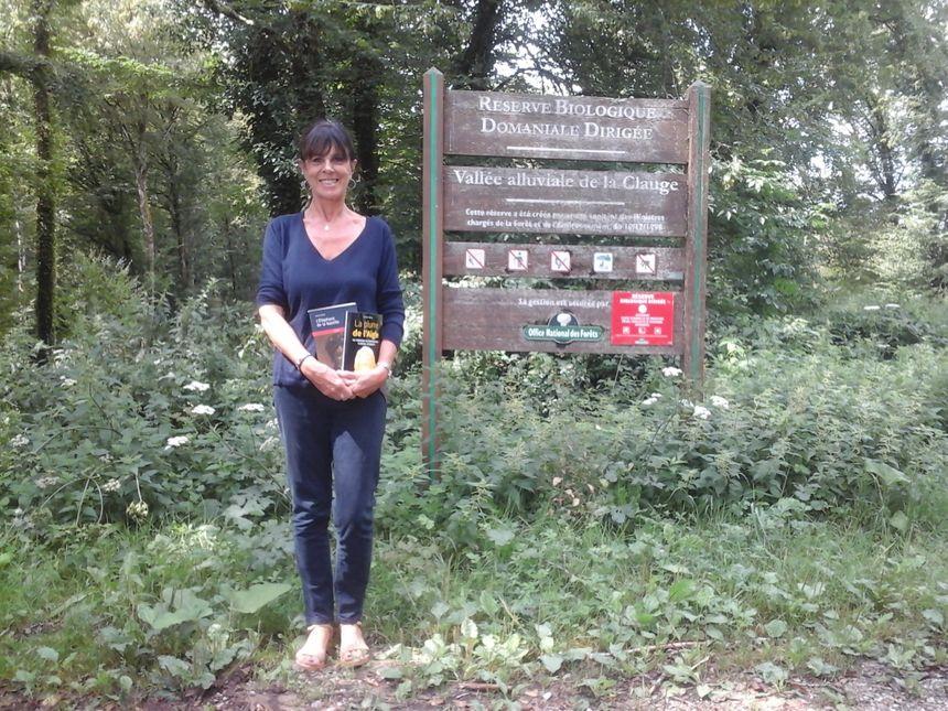 Annie Abriel, heureuse de la vie qu'elle a trouvée en arrivant dans ce village clairière rempli de ressources plurielles !