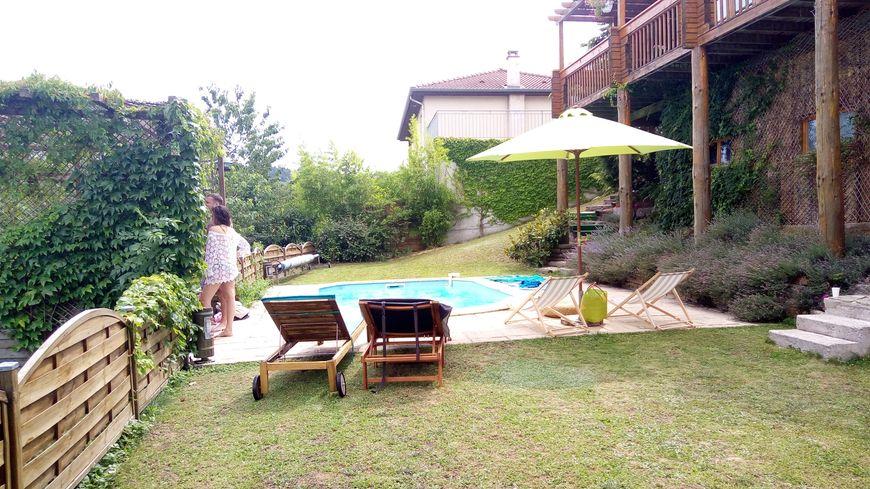 Dans cette maison de Saint-Férréol d'Auroure, la piscine a été louée 20 fois rien qu'au mois de juillet