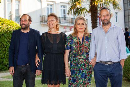 """Emmanuelle Bercot et Vincent Macaigne pour """"Fête de famille"""" au Festival du film francophone d'Angoulême le 24 août 2019 avec le réalisateur Cedric Kahn, et Catherine Deneuve."""