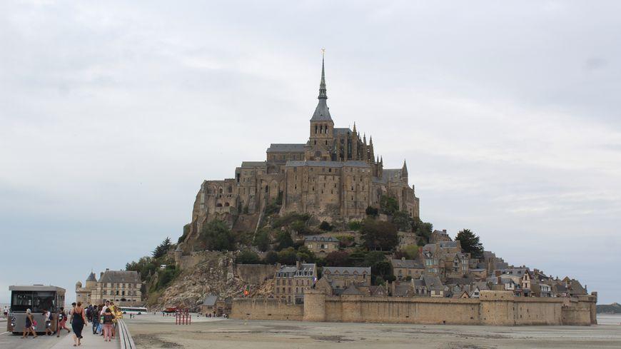 Le Mont Saint Michel, l'un des monuments les plus visité de France voit un afflux de touristes encore plus important lors des grandes marées.