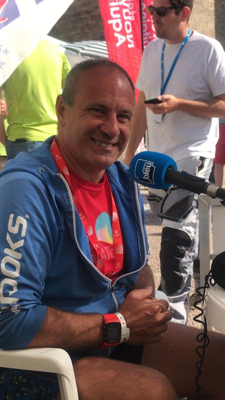 Olivier genou, le speaker de France Bleu sur ce Tour du Limousin-Nouvelle Aquitaine.