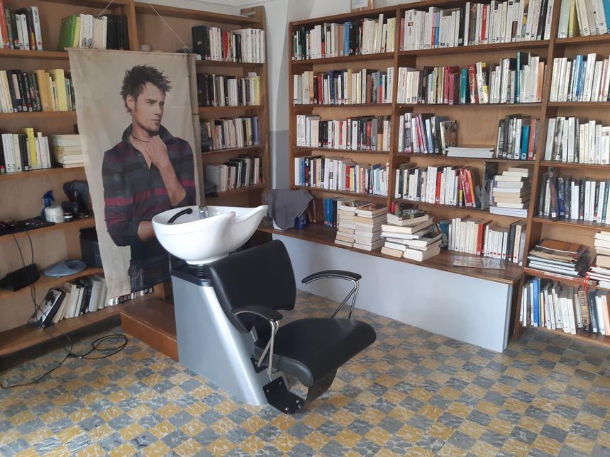Le salon de coiffure du Portalas est désormais indépendant et installé dans l'ancienne bibliothèque du village rouverte pour l'occasion