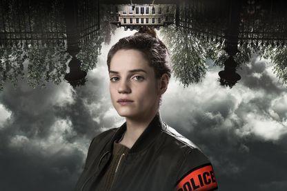 Noémie Schmidt incarne la policière novice chargée de cette enquête qui pourrait bien la rendre folle...