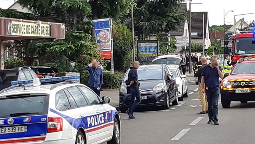 La rue de Guebwiller à Kingersheim où une voiture a été prise pour cible. Un homme est mort.