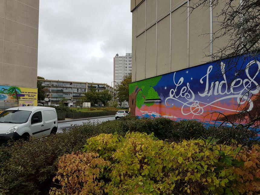 """La cité des Indes, à Sartrouville (Yvelines), a lancé son premier """"clean challenge"""" samedi 17 août."""