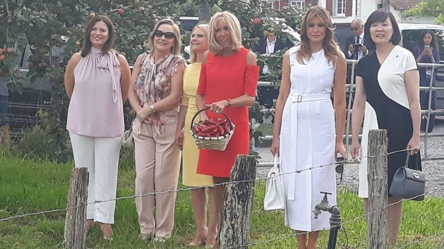 Les épouses des chefs d'Etat, autour de Brigitte Macron et Mélania Trump, ont visité Espelette et ses champs de Piment le dimanche 25 août