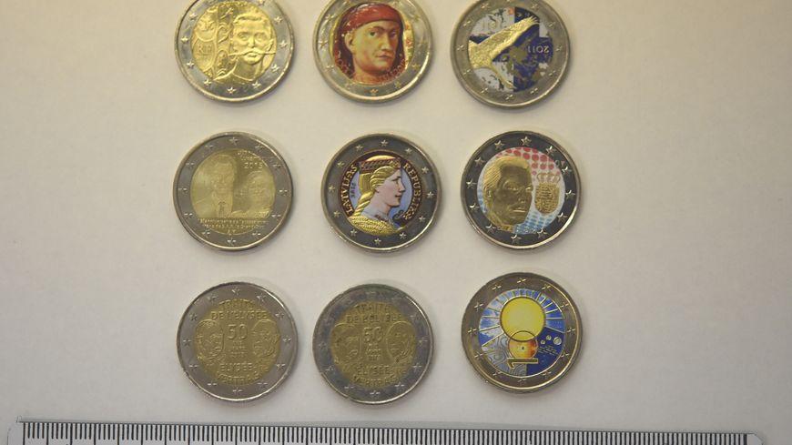 Qui est le propriétaire de ces pièces de collection ?