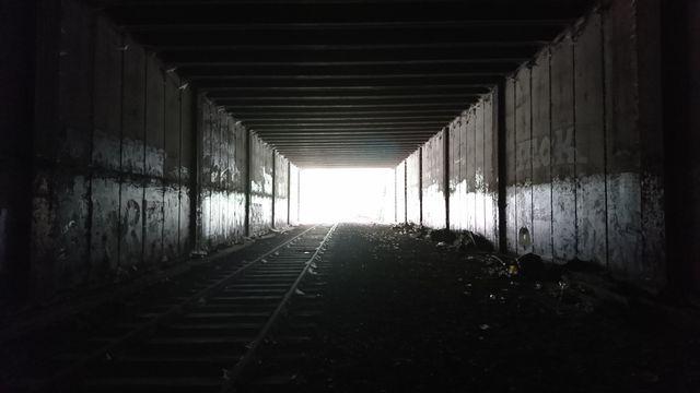 Pour faire de l'Urbex il faut parfois passer par des chemins périlleux où la lumière se fait rare