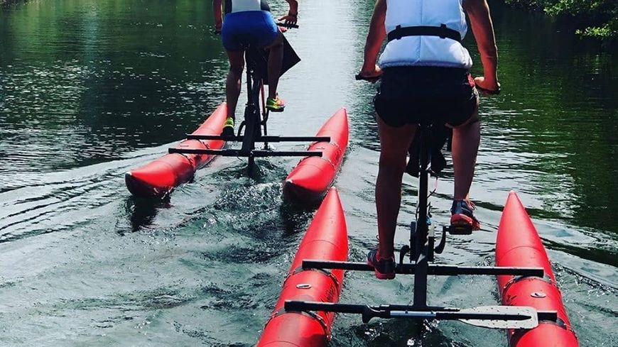 Les Vélos sur l'eau sur le canal du littoral landais