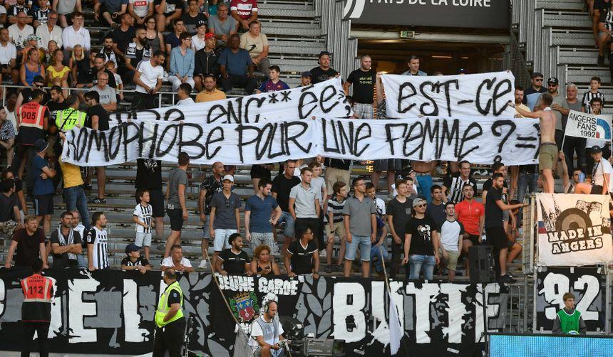 Une banderole insultante a été déployée lors du match Angers-Metz samedi.