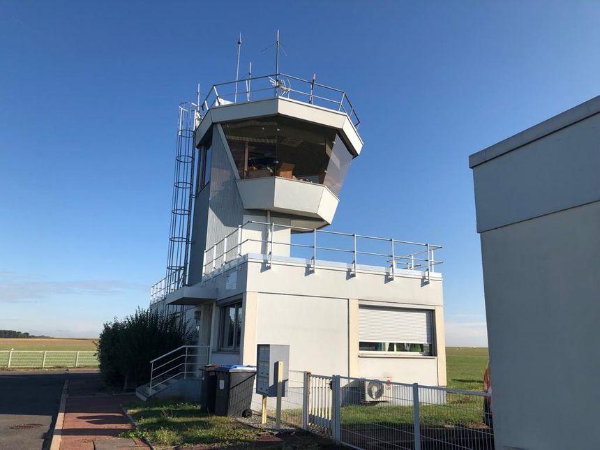 La tour de contrôle de l'aérodrome de Meaux