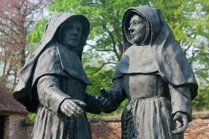 Statues de Béguines (Belgique).