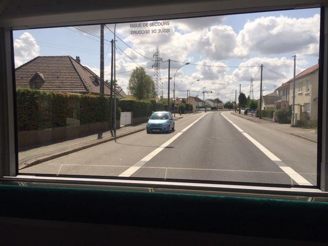 La vitre à l'arrière de l'e-busway