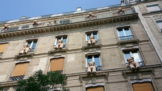 Les nounours aux fenêtres de l'avenue des Gobelins