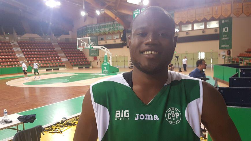 Atoumane Diagne tout sourire au Palais des sports de Beaublanc