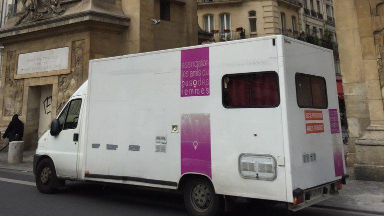 Le Bus des Femmes sillonne l'Ile-de-France depuis près de 30 ans à la rencontre des prostituées.
