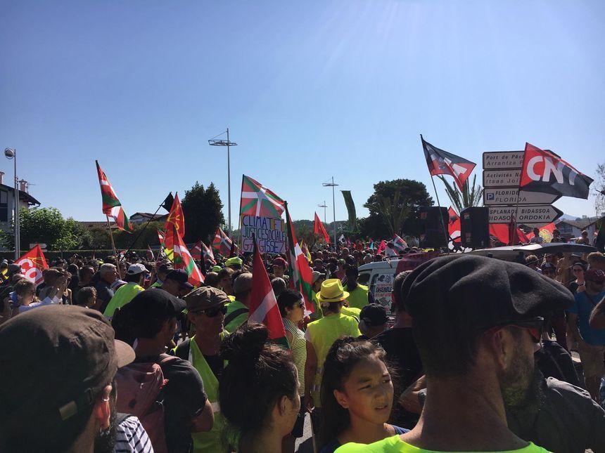 Un des défilés débute à Hendaye.