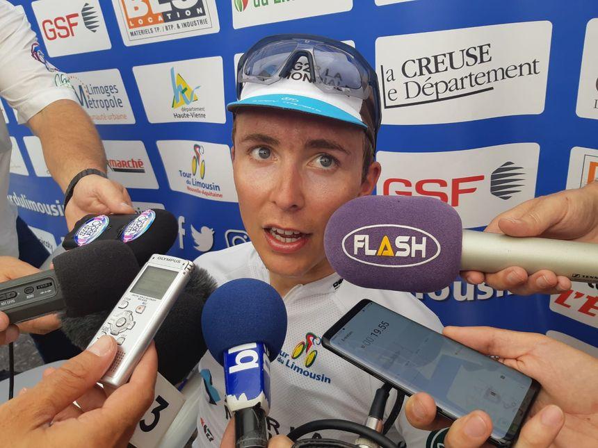 Benoît Cosnefroy savoure sa victoire dans cette 3e étape.