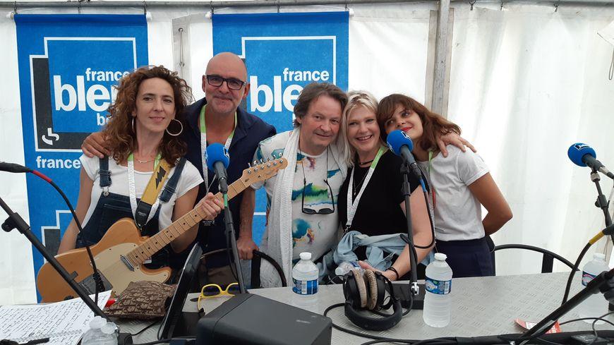 Les filles de Slap! avec Manuel Bonnefond de France Bleu Berry et Eric Bellet, le boss, le directeur artistique du Festival DARC