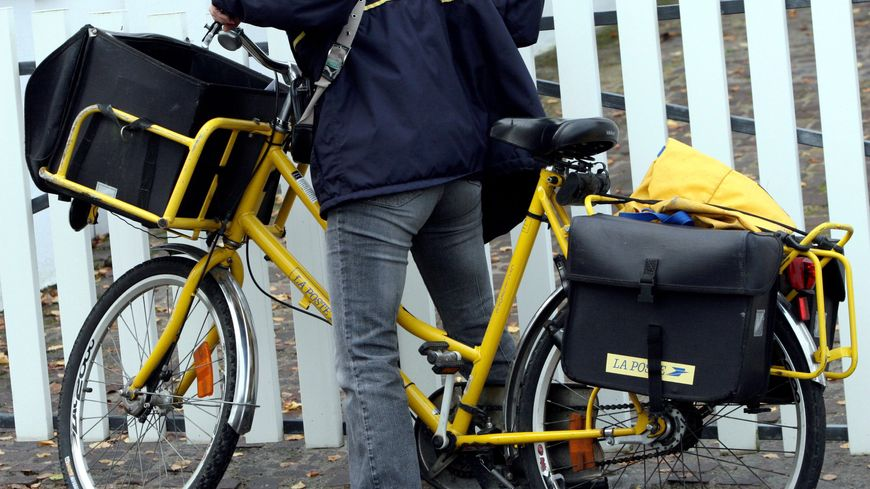distribution du courrier  à vélo