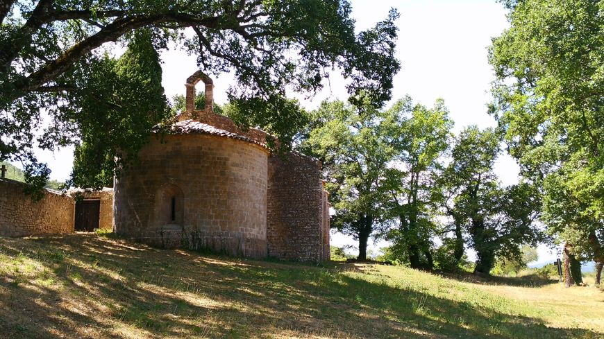 La chapelle Notre-Dame-du-Revest et son clocher, désormais vide