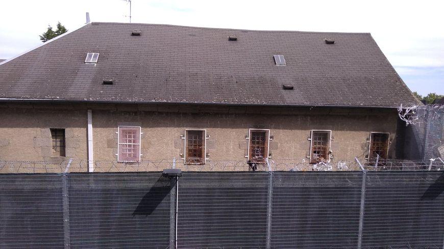 Le jeune homme est parvenu à lancer les colis par-dessus le mur et les grillages de la prison de Guéret