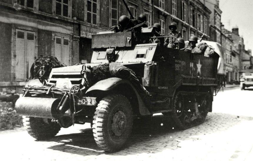 Arrivée de l'armée américaine, rue du Faubourg Bannier (archives municipales Orléans)