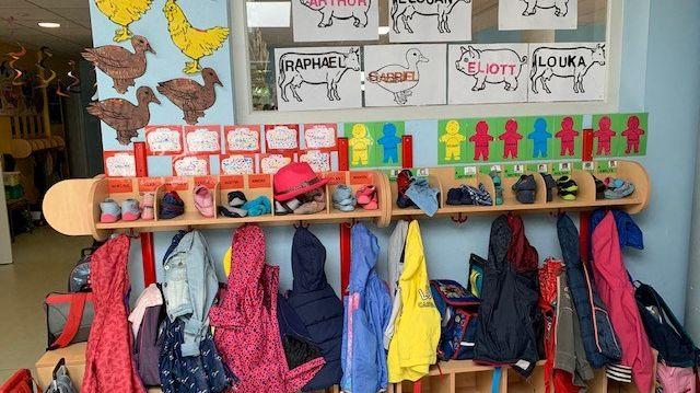 A l'école maternelle (illustration)