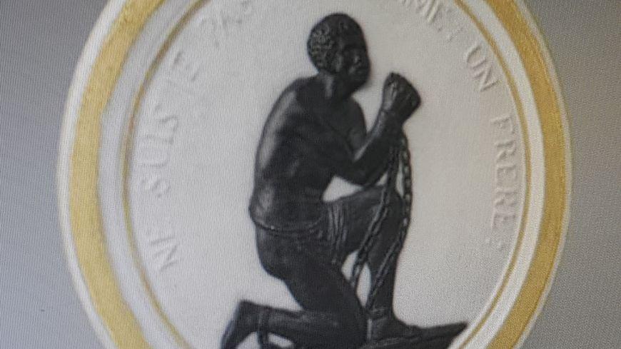 Le médaillon en biscuit par la Manufacture de Sèvres (1789)