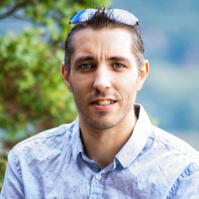 Romaric Giacomino, 35 ans, est enseignant depuis 3 ans dans un collège privé à Marseille.
